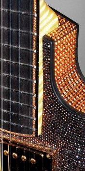 eg-Pagelli-Crystal-Swarovski-detail-neck.jpg